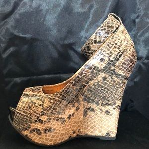 EUC - worn once new Cathy Jean wedges snake print.